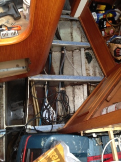The keel needed to be cleaned from dirt and dry motor oil.